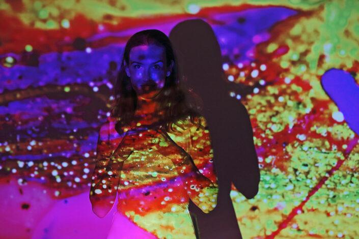 creatief portret met gekleurd licht