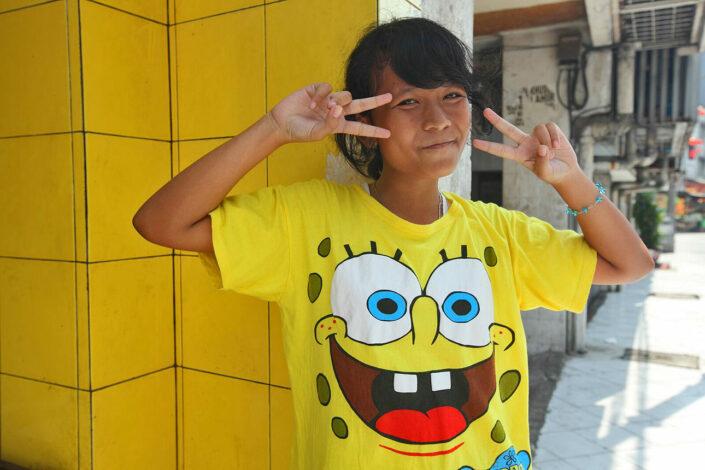 blij meisje in Jakarta